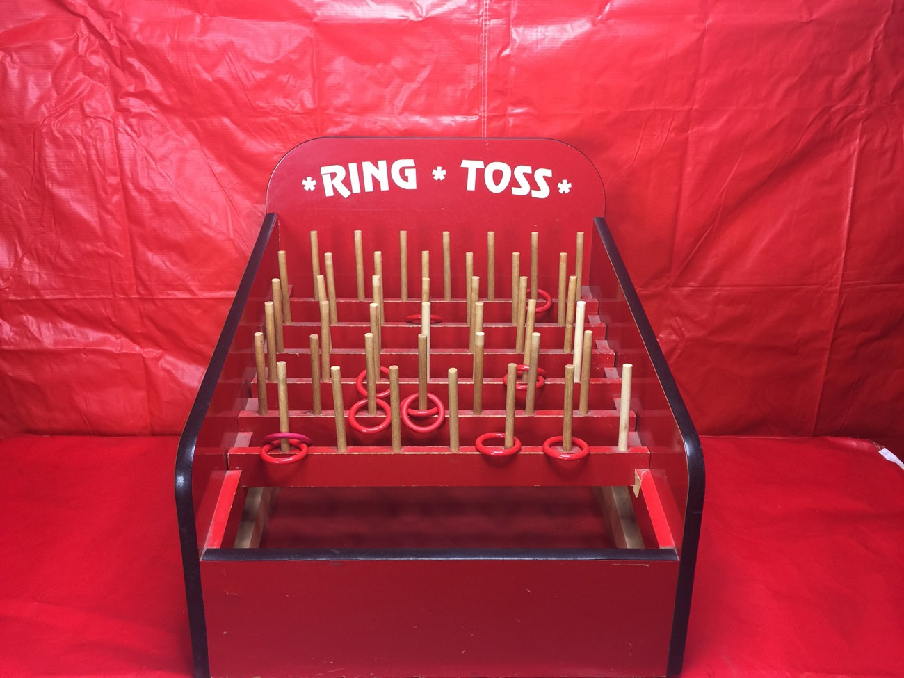Ring Toss Carnival Game Lets Party