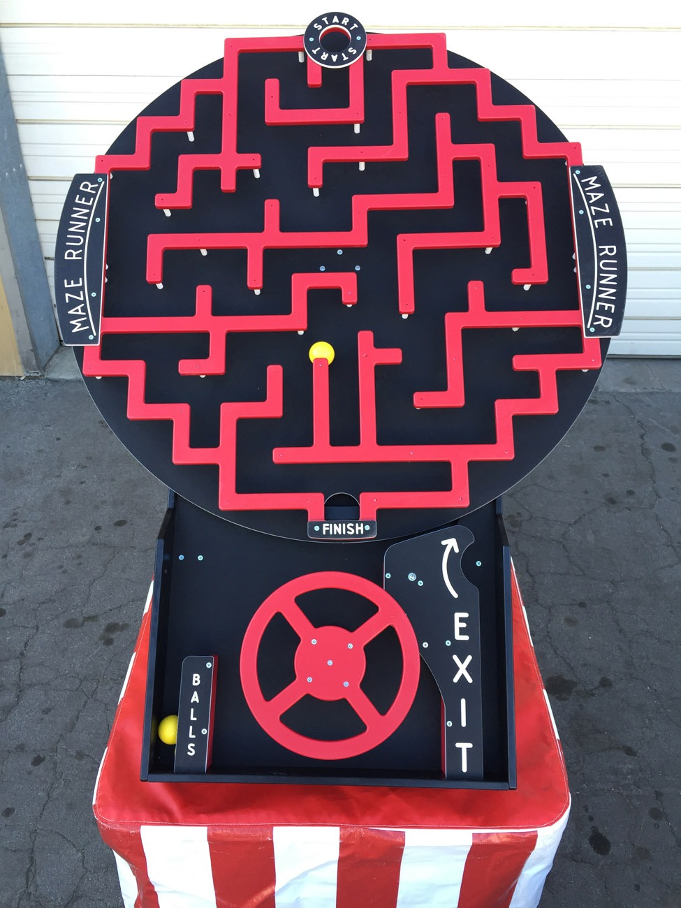 Crazy Maze Driving Game Lets Party