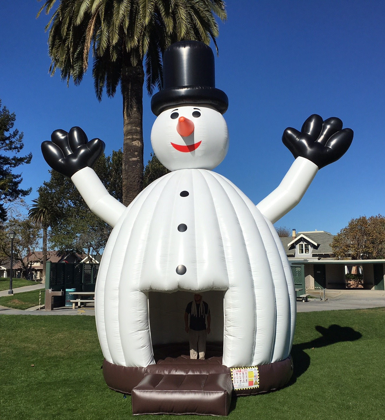 Snowman Bounce House Lets Party